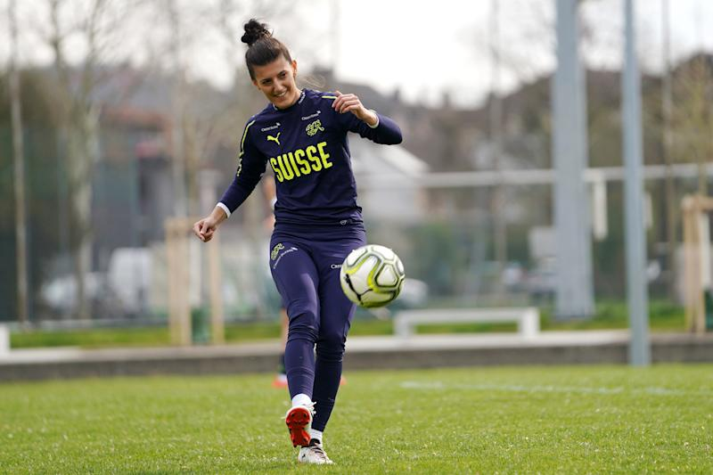 WINTERTHUR, SWITZERLAND - APRIL 07: Florijana Ismaili of Switzerland passes the ball during the training session of Switzerland Women at Sportplatz Flüeli on on April 7, 2019 in Winterthur, Switzerland. (Photo by Daniela Porcelli/Getty Images)