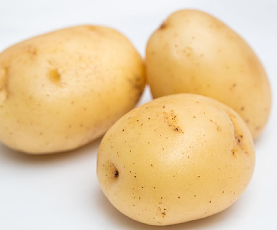 Potato, Potatoes, Raw Potatoes, Batata Inglesa. English potatoes with white background.