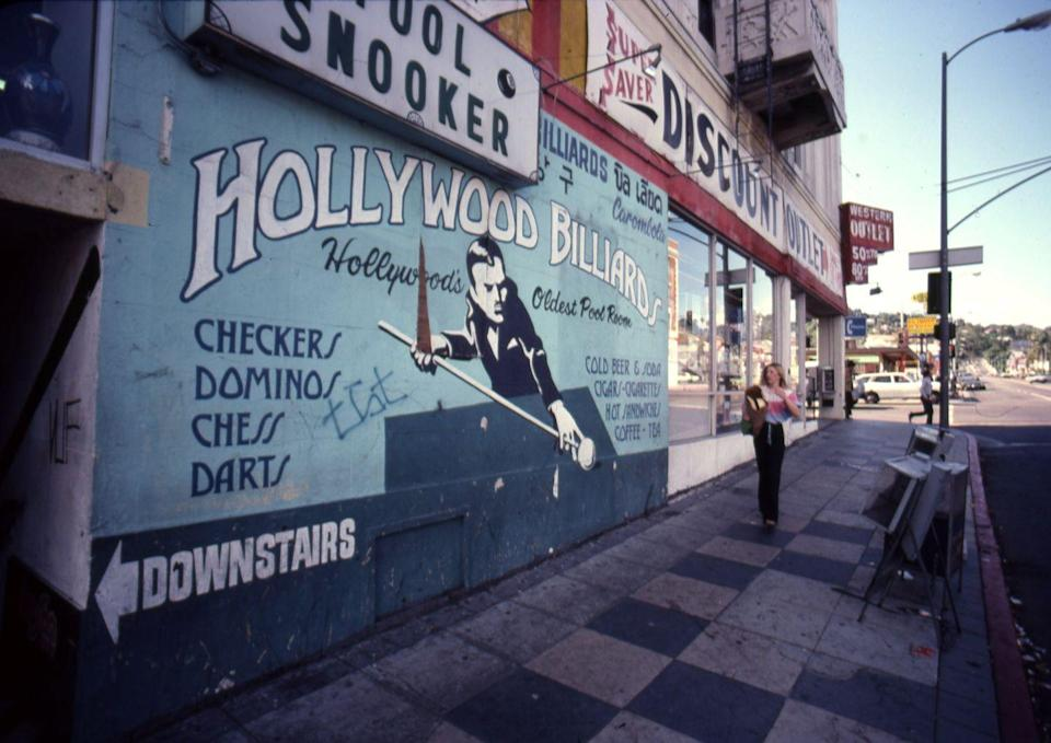 <p>Hollywood Billiards is the oldest pool room in Hollywood and stands at the corner of Hollywood Boulevard and Western Avenue. <br></p>