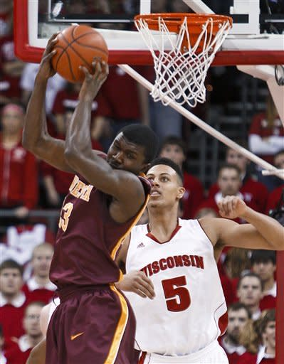 Minnesota's Chip Armelin pulls in a pass away from Wisconsin's Ryan Evans during the first half of an NCAA college basketball game Tuesday, Feb. 28, 2012, in Madison, Wis. (AP Photo/Andy Manis)