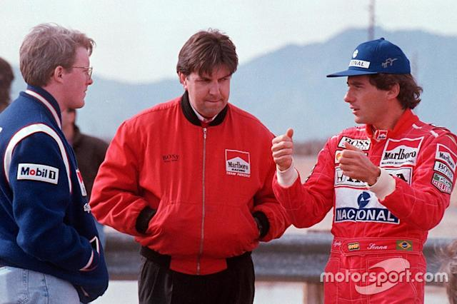 "Ayrton Senna habla con Paul Tracy y Nigel Beresford, Team Penske <span class=""copyright"">Sutton Motorsport Images</span>"