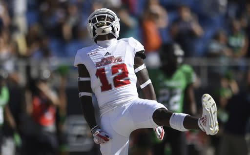"Florida Atlantic wide receiver <a class=""link rapid-noclick-resp"" href=""/ncaaf/players/227696/"" data-ylk=""slk:John Franklin III"">John Franklin III</a> celebrates a touchdown in the first quarter of the Conference USA championship against North Texas. (AP Photo)"