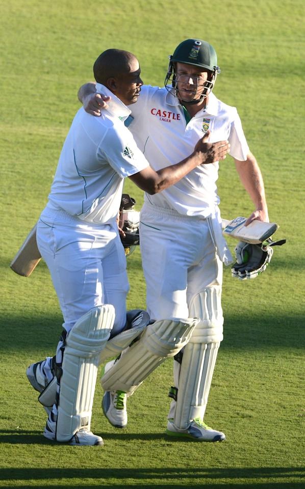 PRETORIA, SOUTH AFRICA - FEBRUARY 22:   Vernon Philander and AB de Villiers of South Africa embrace during the day 1 of the 3rd Test match between South Africa and Pakistan at SuperSport Park on February 22, 2013 in Pretoria, South Africa, (Photo by Lee Warren / Gallo Images/Getty Images)