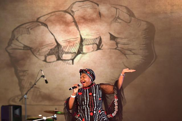 <p>South African singer Yvonne Chakachaka performs at the opening of the Sauti Kuu Resource Centre by former US President, Barak Obama, that is an initiative of his half-sister, Auma Obama's Foundation on July 16, 2018 at Kogelo in Siaya county, western Kenya. – Obama is in the east african nation for the first time since he left the US presidency and met with President Uhuru Kenyatta and opposition leader Raila Odinga in Nairobi. (Photo: Tony Karumba/AFP/Getty Images) </p>