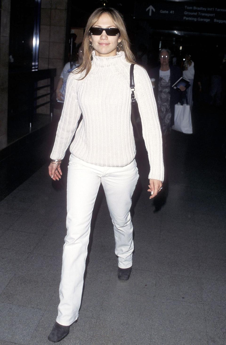 J Lo Has Been Wearing These 5 Basics To The Airport Since 1997