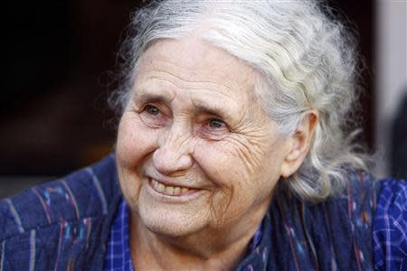 British novelist Doris Lessing is seen smiling on the doorstep of her house, after she had won the 2007 Nobel Prize for literature, in London in this October 11, 2007 file photograph. Lessing died on November 17, 2013, her publisher said on Sunday. REUTERS/Kieran Doherty/Files