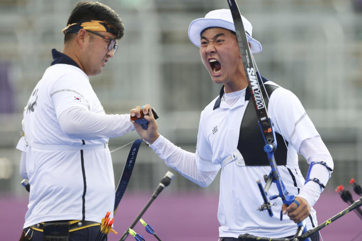 <p>TOKYO, JAPAN - JULY 26: Je Deok Kim (R) of Team South Korea celebrates winning the gold medal in the Men's Team competition on day three of the Tokyo 2020 Olympic Games at Yumenoshima Park Archery Field on July 26, 2021 in Tokyo, Japan. (Photo by Justin Setterfield/Getty Images)</p>
