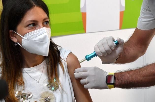 """The """"Comfort-in"""" syringe without needle was used for the first time in Europe in the Messina vaccination center. Messina (Italy), July 28,2021 (Photo by Gabriele Maricchiolo/NurPhoto via Getty Images) (Photo: NurPhoto via Getty Images)"""