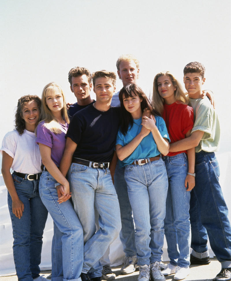 "The cast of ""Beverly Hills, 90210"": Gabrielle Carteris, Jeannie Garth, Luke Perry, Jason Priestley, Ian Ziering, Shannen Doherty, Tori Spelling, Brian Austin Green. (Photo: mikel roberts/Sygma via Getty Images)"