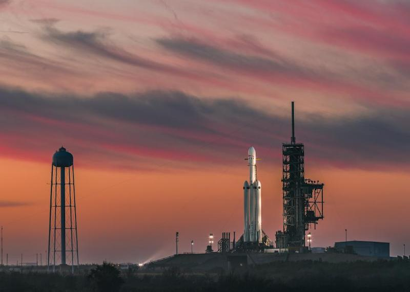 spacex falcon heavy on launch pad
