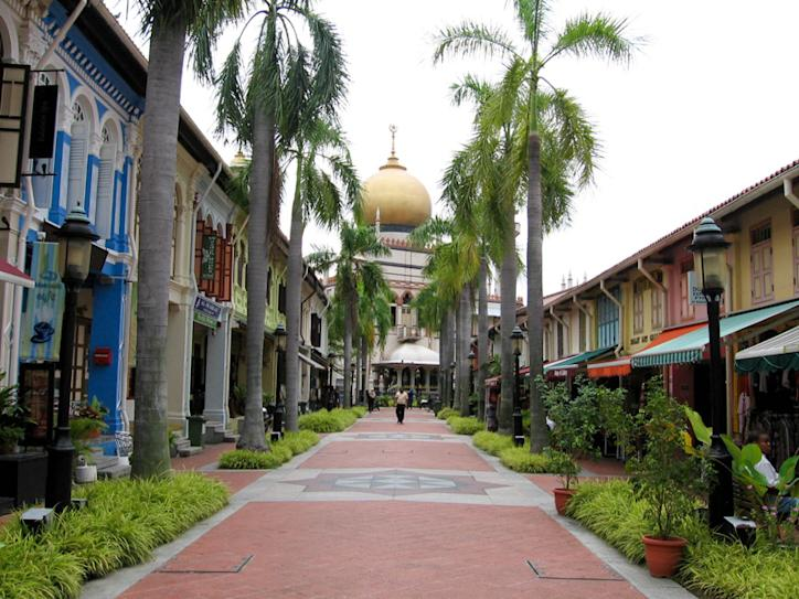 Image Credit: Arab Street lies adjacent to Haji Lane, but its atmosphere couldn't be more different. (Image Credit: hoanglephuonglinh.wordpress.com)