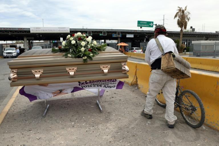 Mexican congressional candidate Carlos Mayorga arrived in a casket for a campaign rally on a bridge between the Mexican border city of Ciudad Juarez and El Paso, Texas