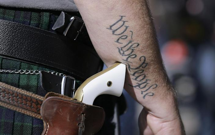 Americans debate contested open carry laws: AP
