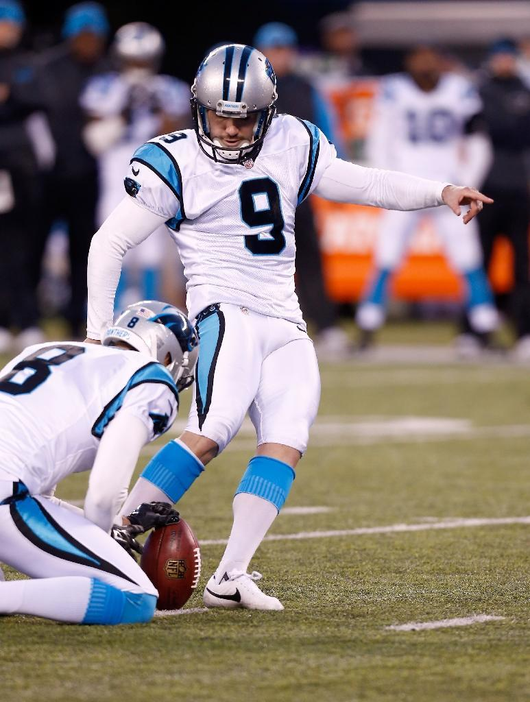 Graham Gano of the Carolina Panthers kicks the game-winning field goal to defeat the New York Giants on December 20, 2015, with a score of 38 to 35 (AFP Photo/Jeff Zelevansky)