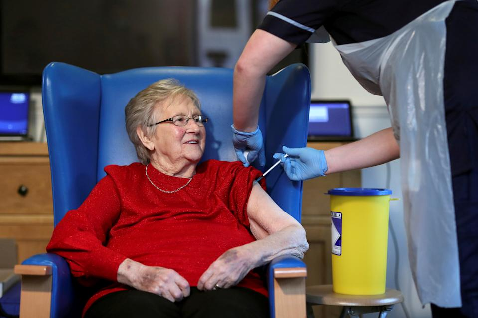 Resident Annie Innes, 90, receives the Pfizer/BioNTech COVID-19 vaccine at the Abercorn House Care Home in Hamilton, Scotland, Britain December 14, 2020. REUTERS/Russell Cheyne/Pool     TPX IMAGES OF THE DAY