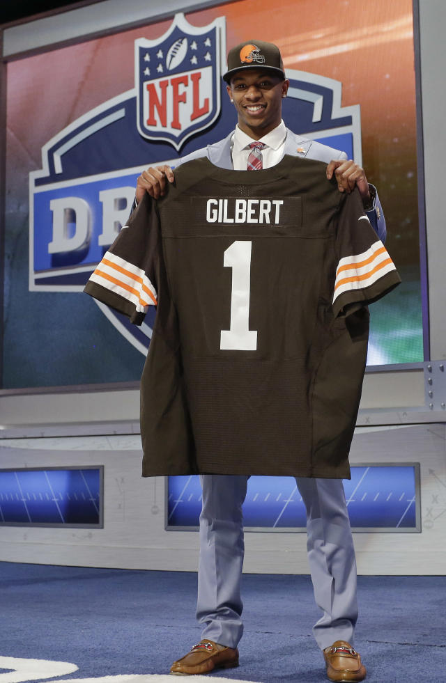 Oklahoma State cornerback Justin Gilbert, right, poses for photos after being selected by the Cleveland Browns as the eighth pick in the first round of the 2014 NFL Draft, Thursday, May 8, 2014, in New York. (AP Photo/Craig Ruttle)