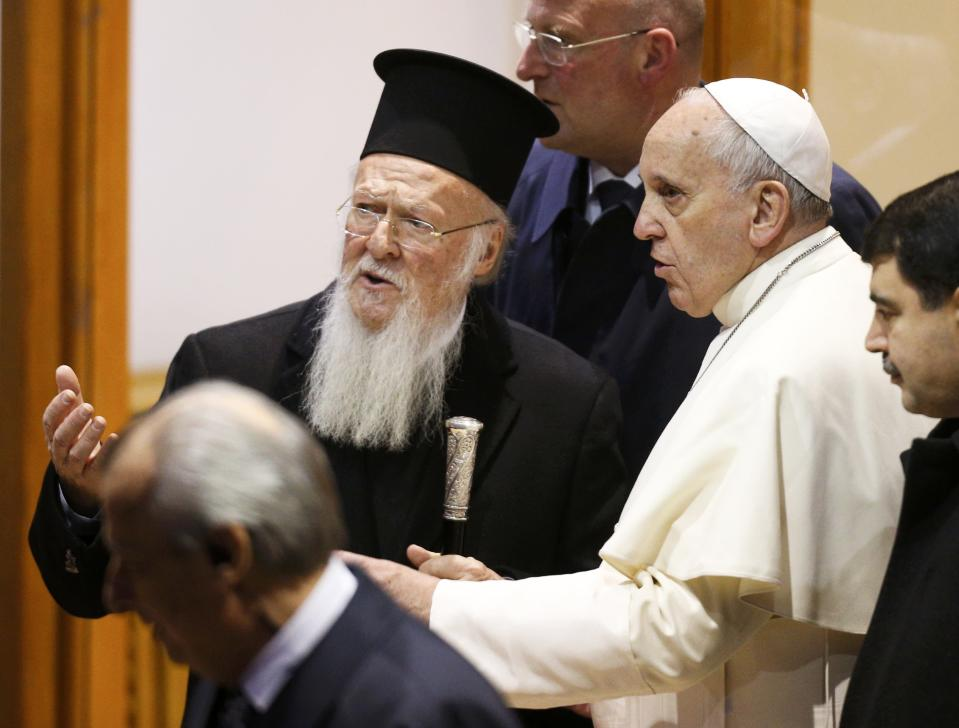 """Ecumenical Patriarch Bartholomew I of Constantinople (2L) accompanies Pope Francis as he departs from Istanbul after a three day visit, November 30, 2014. Pope Francis said Islamic militants were carrying out a """"profoundly grave sin against God"""" in Syria and Iraq, calling on Sunday for inter-religious dialogue and action against poverty to help end the conflicts there. REUTERS/Stoyan Nenov (TURKEY - Tags: POLITICS RELIGION)"""