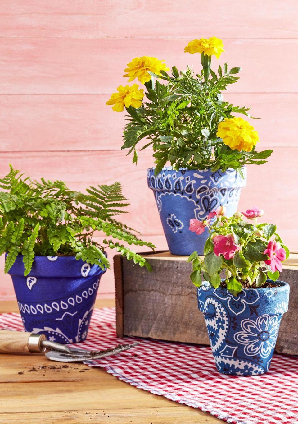<p>Brighten up your pots by covering them in an array of colorful bandanas.<br><strong><br>To make:</strong> Use Mod Podge to attach a bandana to the outside of desired-size clay pots, folding fabric one inch over the top rim and cutting off extra fabric as needed. Once dry, fill with seasonal blooms or ferns.</p>