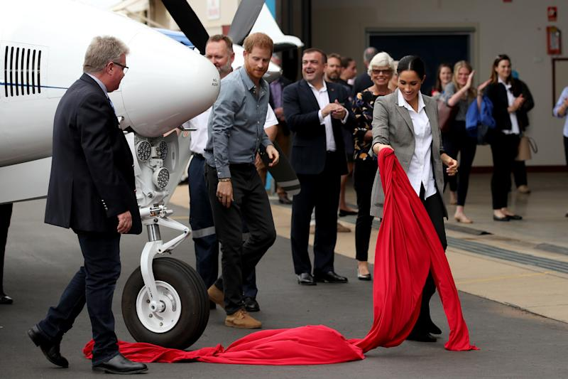 The Duke and Duchess of Sussex unveil a new plane at the Royal Flying Doctor Service in Dubbo. Photo: Getty, meghan markle prince harry dubbo, meghan markle prince harry australia, meghan markle serena williams jacket, meghan markle pregnant