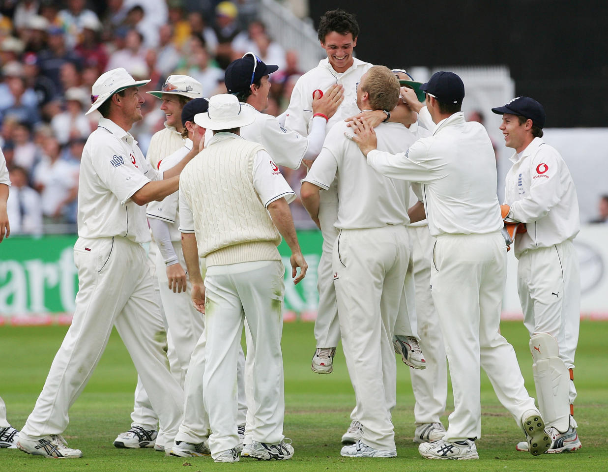 NOTTINGHAM, UNITED KINGDOM - AUGUST 27:  Gary Pratt substitute fielder (C) for England is congratulated by team mates after running out Ricky Ponting of Australia during day three of the Fourth npower Ashes Test between England and Australia played at Trent Bridge on August 27, 2005 in Nottingham, United Kingdom  (Photo by Hamish Blair/Getty Images)