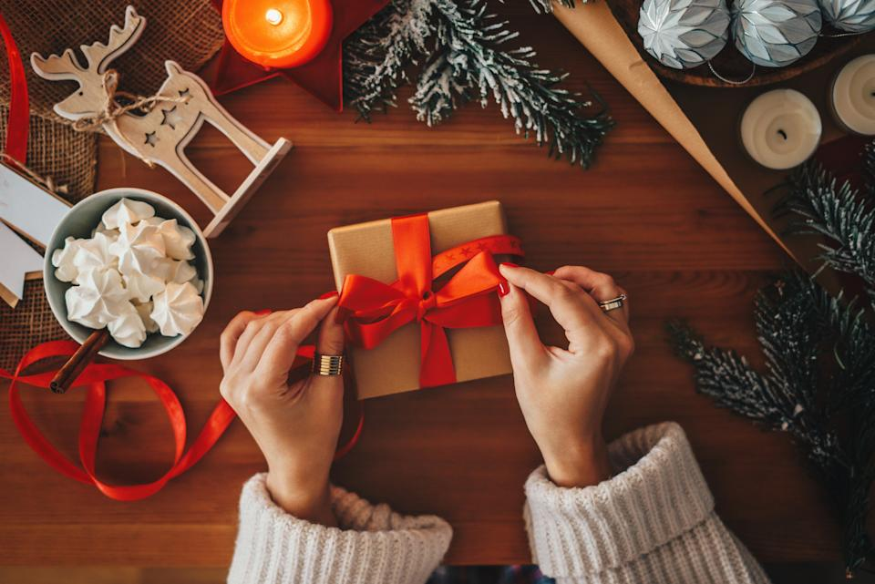 People are loving this expert hack for wrapping presents without tape. (Posed by model, Getty Images)