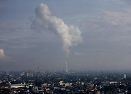 FILE PHOTO: Smoke emerges from a thermal power plant in Sri Lanka's capital Colombo October 14, 2015. REUTERS/Dinuka Liyanawatte/File Photo