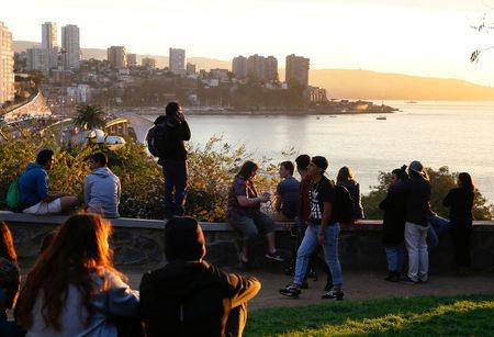People look out towards the ocean on Cerro Castillo hill, after a mass evacuation of the entire coastline during a tsunami alert after a magnitude 7.1 earthquake hit off the coast in Vina del Mar, Chile April 24, 2017  REUTERS/Rodrigo Garrido