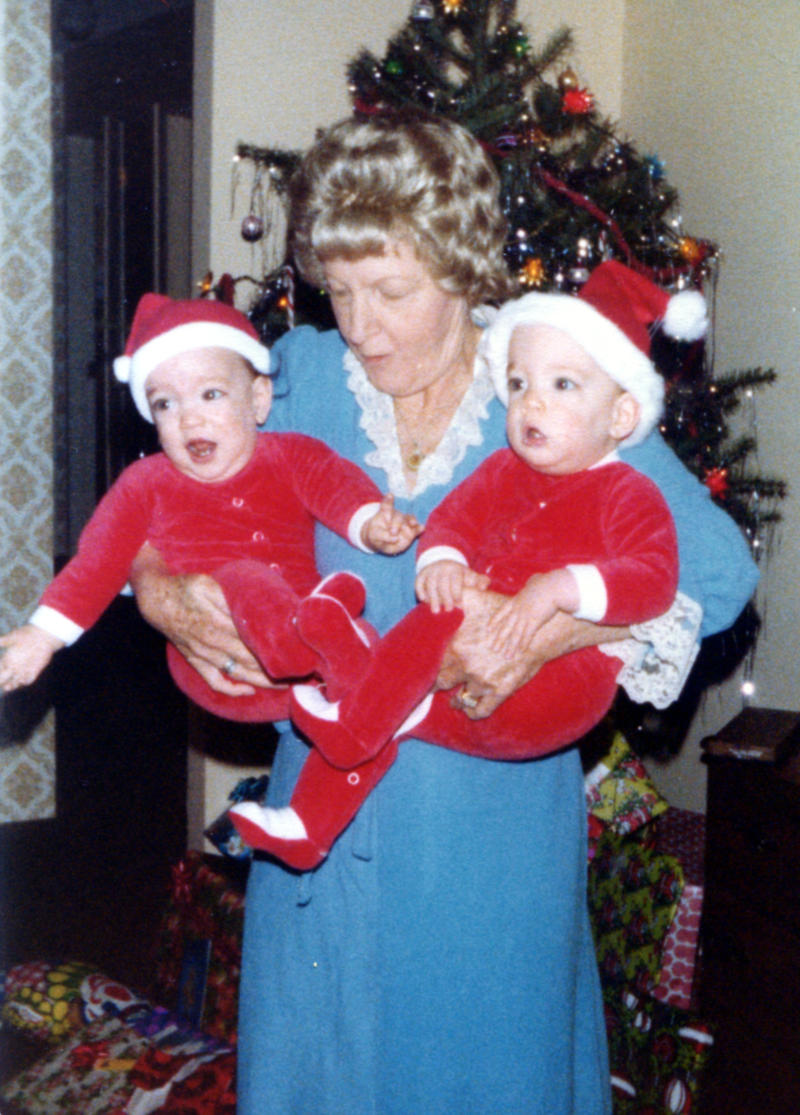 drew and jonathan scott as babies at christmas