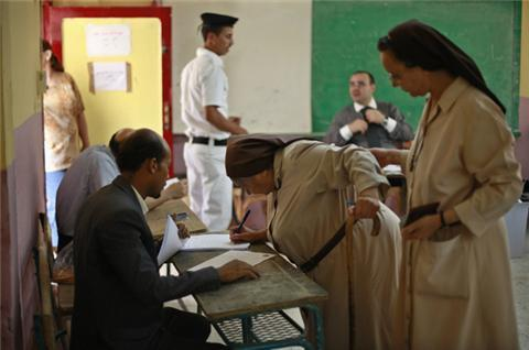 Egyptians vote amid political uncertainty