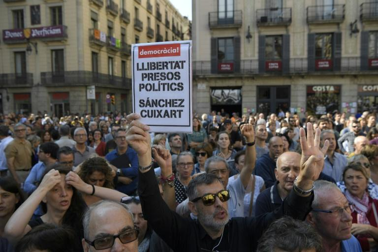 "Protesters in Barcelona demand ""freedom for political prisoners"""