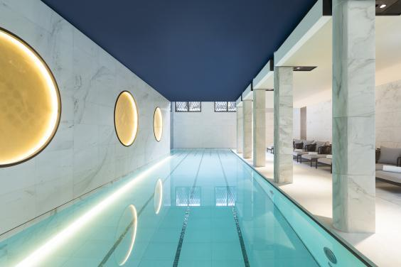 The expansive pool at Hotel Lutetia (Hotel Lutetia)