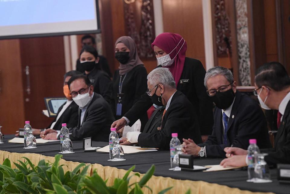 Prime Minister Datuk Seri Ismail Sabri Yaakob (centre) attending the signing ceremony of the Memorandum of Understanding on Transformation and Political Stability Between the Federal Government and Pakatan Harapan at Parliament House, September 13, 2021. Also present, (from left) Kota Raja Member of Parliament Mohamad Sabu, Port Dickson Member of Parliament Datuk Seri Anwar Ibrahim, Speaker of the Senate Tan Sri Dr Rais Yatim, Speaker of the House of Representatives Datuk Azhar Azizan Harun, and Member of Parliament for Bagan Lim Guan Eng. — Bernama pic