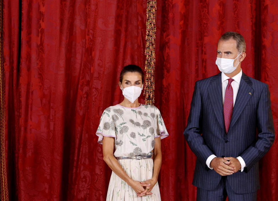 Spanish King Felipe VI (R) and Queen Letizia wait for Chilean president Sebastian Pinera prior the official lunch held at the Royal Palace in Madrid, on September 7, 2021. (Photo by Andres BALLESTEROS / POOL / AFP) (Photo by ANDRES BALLESTEROS/POOL/AFP via Getty Images)