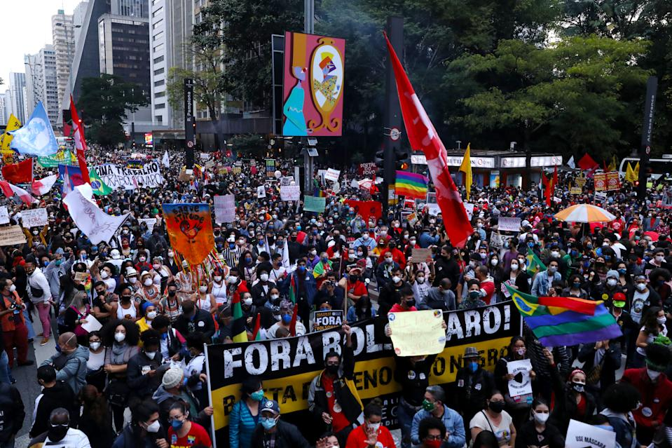 SAO PAULO, BRAZIL - JUNE 19: Demonstrators gather with signs and flags during a protest against Bolsonaro's administration on June 19, 2021 in Sao Paulo, Brazil. Brazilian president Jair Bolsonaro is facing a probe for pandemic mismanagement as the country counts 500,022 deaths of COVID. The controversial decision to host the Copa America 2021 amid the coronavirus crisis is questioned by a large part of the population. (Photo by Rodrigo Paiva/Getty Images)