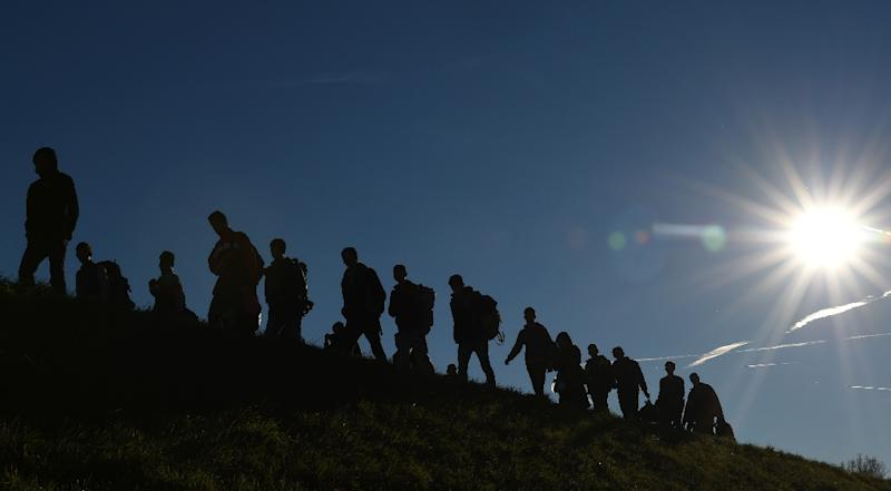 Migrants walk to a first registration point in Germany after crossing the Austrian border to the small Bavarian village of Simbach on November 2, 2015 (AFP Photo/Christof Stache)
