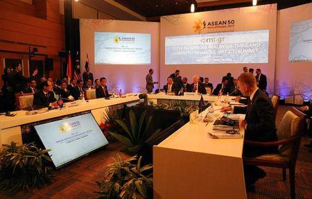"Association of Southeast Asian Nations (ASEAN) leaders from left, ASEAN Secretary General Le Luong Minh, Indonesian President Joko ""Jokowi"" Widodo, Malaysian Prime Minister Najib Razak and Thai Prime Minister Prayuth Chan-ocha (hidden) during the 10th Indonesia - Malaysia - Thailand Growth Triangle (IMT-GT) Summit as part of the ASEAN 2017 in metropolitan Manila, Philippines April 29, 2017. REUTERS/Aaron Favila/Pool"