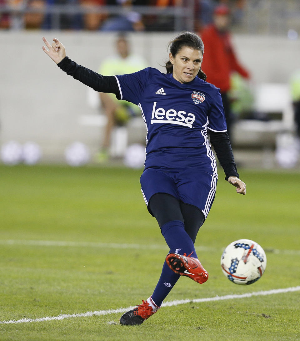 Mia Hamm shoots on goal during the Kick In For Houston Charity Soccer Match at BBVA Compass Stadium in 2017 in Houston, Texas. (Photo: Bob Levey/Getty Images for FOX Sports )