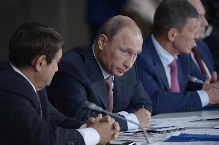 Russian President Vladimir Putin (C) chairs a session of the State Council's Presidium in the Crimean city of Yalta on August 17, 2015 (AFP Photo/Alexei Nikolsky)