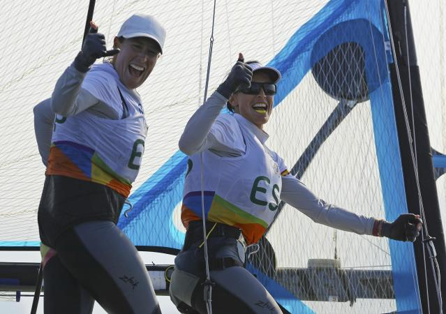 2016 Rio Olympics - Sailing - Preliminary - Women's Skiff - 49er FX - Race 7/8/9 - Marina de Gloria - Rio de Janeiro, Brazil - 15/08/2016. Tamara Echegoyen (ESP) of Spain and Berta Betanzos (ESP) of Spain celebrate. REUTERS/Brian Snyder FOR EDITORIAL USE ONLY. NOT FOR SALE FOR MARKETING OR ADVERTISING CAMPAIGNS.
