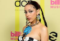 """<p class=""""body-dropcap"""">It may be a sort of last hoorah before the official end of red-carpet season, but the best looks from the 2021 Billboard Music Awards at Los Angeles's Microsoft Theater have set the tone for the months to come. Between the unofficial sorbet color trend seen from the likes of Saweetie and Alicia Keys, and the opulent amounts of embellishments and graphic lines seen on the night's big winner, Doja Cat, the attendees weren't afraid to go all out. For a roundup of the evening's top looks, continue on. <br></p>"""