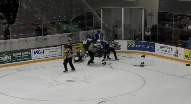 After a silky shorthanded goal by Nick Robertson made it 7-2 midway through the third period, quite the line brawl broke out between the Peterborough Petes and Mississauga Steelheads. (@YourTVptbo)