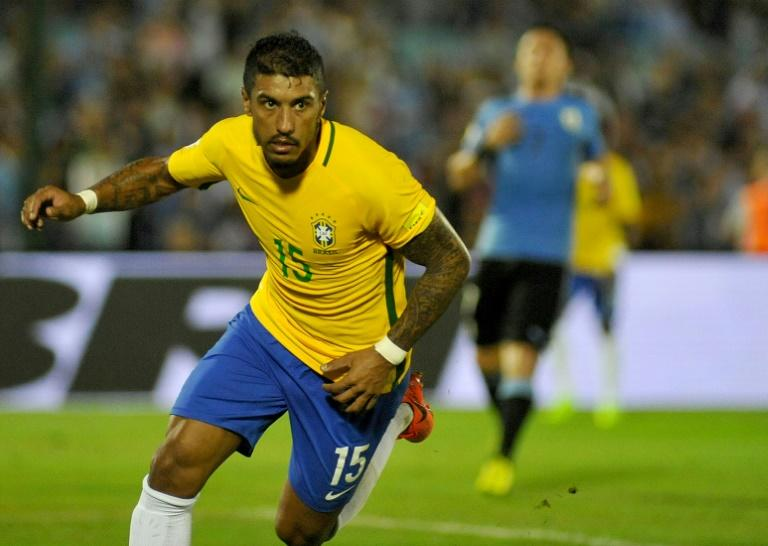 Brazil midfielder Paulinho has joined Barcelona from Chinese club Guangzhou Evergrande