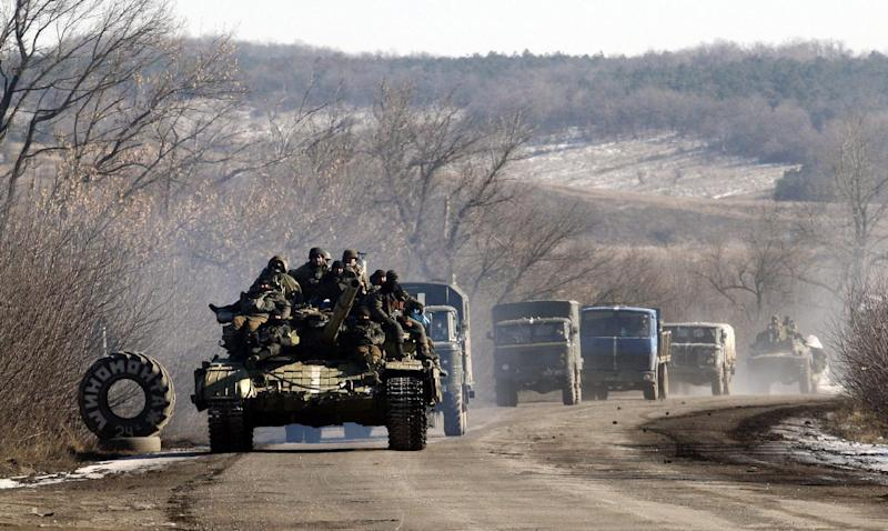 Ukrainian troops arrive near Artemivsk after leaving the eastern city of Debaltseve in the Donetsk region on February 18, 2015 (AFP Photo/Anatolii Stepanov)