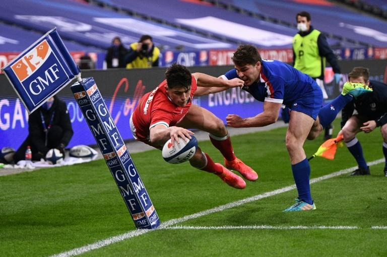 Wales kept a stranglehold on the game as they sensed a 12th tournament clean sweep approaching