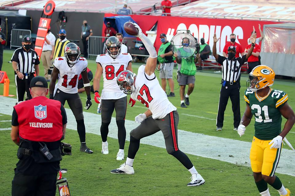 Rob Gronkowski spikes the football as Chris Godwin and Cameron Brate look on.