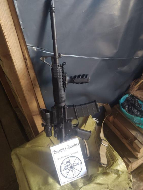 A translated copy of Brenton Tarrant's manifesto next to a gun, in an image posted on a Ukrainian-language Telegram channel (Telegram)