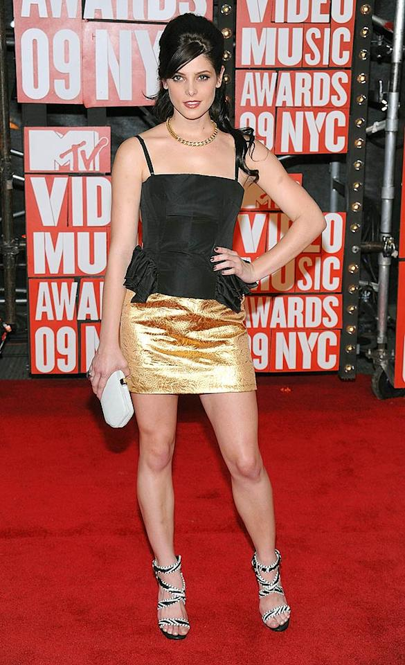 """Twilight's"" Ashley Greene showed off her gorgeous gams at the MTV VMAs in a gold lame mini. Dimitrios Kambouris/<a href=""http://www.wireimage.com"" target=""new"">WireImage.com</a> - September 13, 2009"