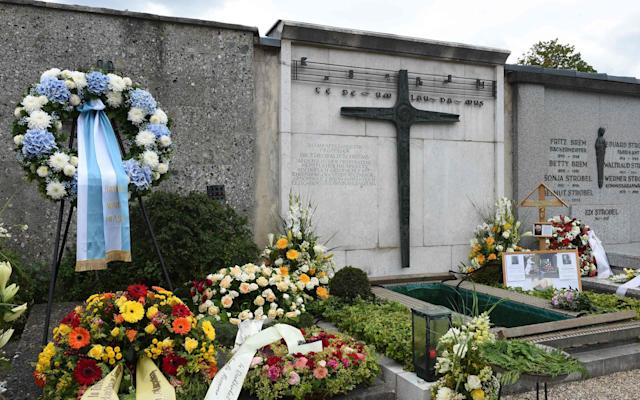 Flowers are displayed on the grave of Georg Ratzinger, - CHRISTOF STACHE/AFP