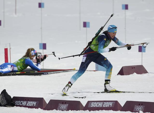 Ukraine's Juliya Dzhyma (R) skis during the women's biathlon 4 x 6 km relay event at the Sochi 2014 Winter Olympic Games in Rosa Khutor February 21, 2014. REUTERS/Stefan Wermuth (RUSSIA - Tags: SPORT BIATHLON OLYMPICS)