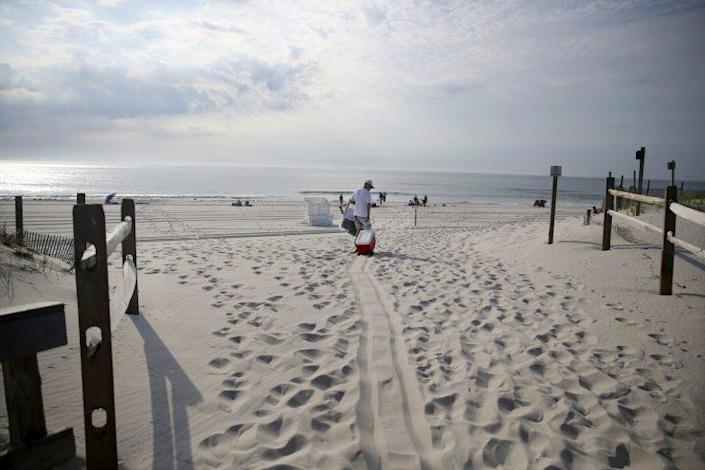 People stream onto the beach at Island Beach State Park after it reopened at 8 in the morning Tuesday, July 4, 2017, in Seaside Park, N.J. (Photo: Mel Evans/AP)